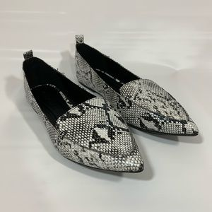NEW Snakeskin Pointed Toe Flats